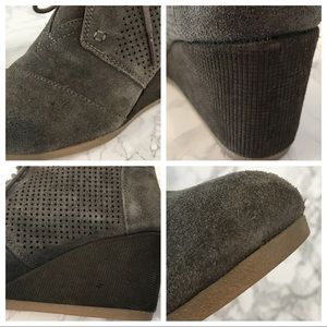 Toms Shoes - Toms Women's Green Wedge Bootie Lace Up Size 7.5